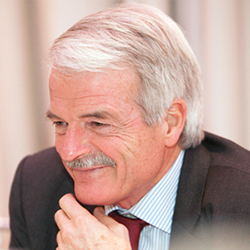 Sir Malcolm Grant, head of England's National Health Service, is in residence at Dartmouth as a Montgomery Fellow from Oct. 21 through Oct. 24. (Photo courtesy of Christianne Wohlforth)